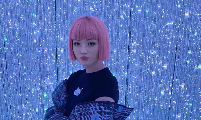 اولین دختر مجازی دنیا را بشناسید