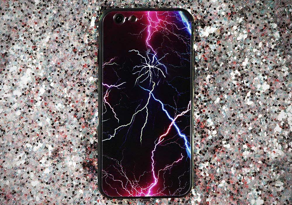 برخورد صاعقه با تلفن همراه حادثه ساز شد
