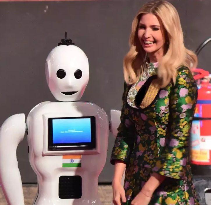 ربات میترا بیماران کرونا را خوشحال میکند