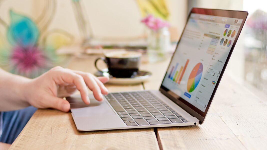 3 مدل لپ تاپ اپل (مک بوک) برتر + خرید اینترنتی